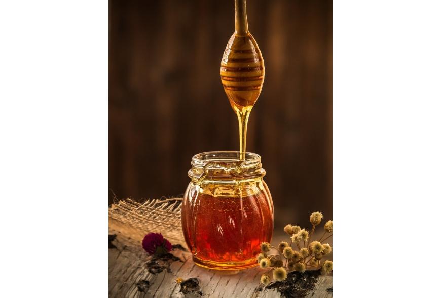Miód i jego wspaniałe właściwości - jak go wykorzystać w kosmetyce